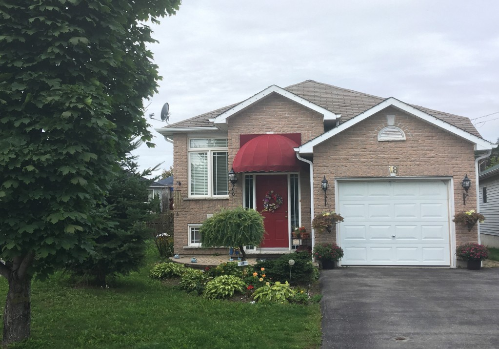 18 STONEBRIDGE CRT, Peterborough Ontario
