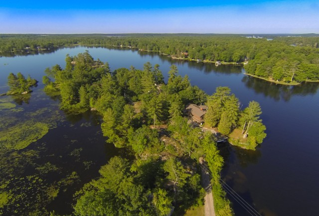62 FIRE ROUTE 33, North Kawartha Ontario, Canada Located on Stoney Lake